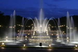 Версаль приглашает желающих полюбоваться фонтанами